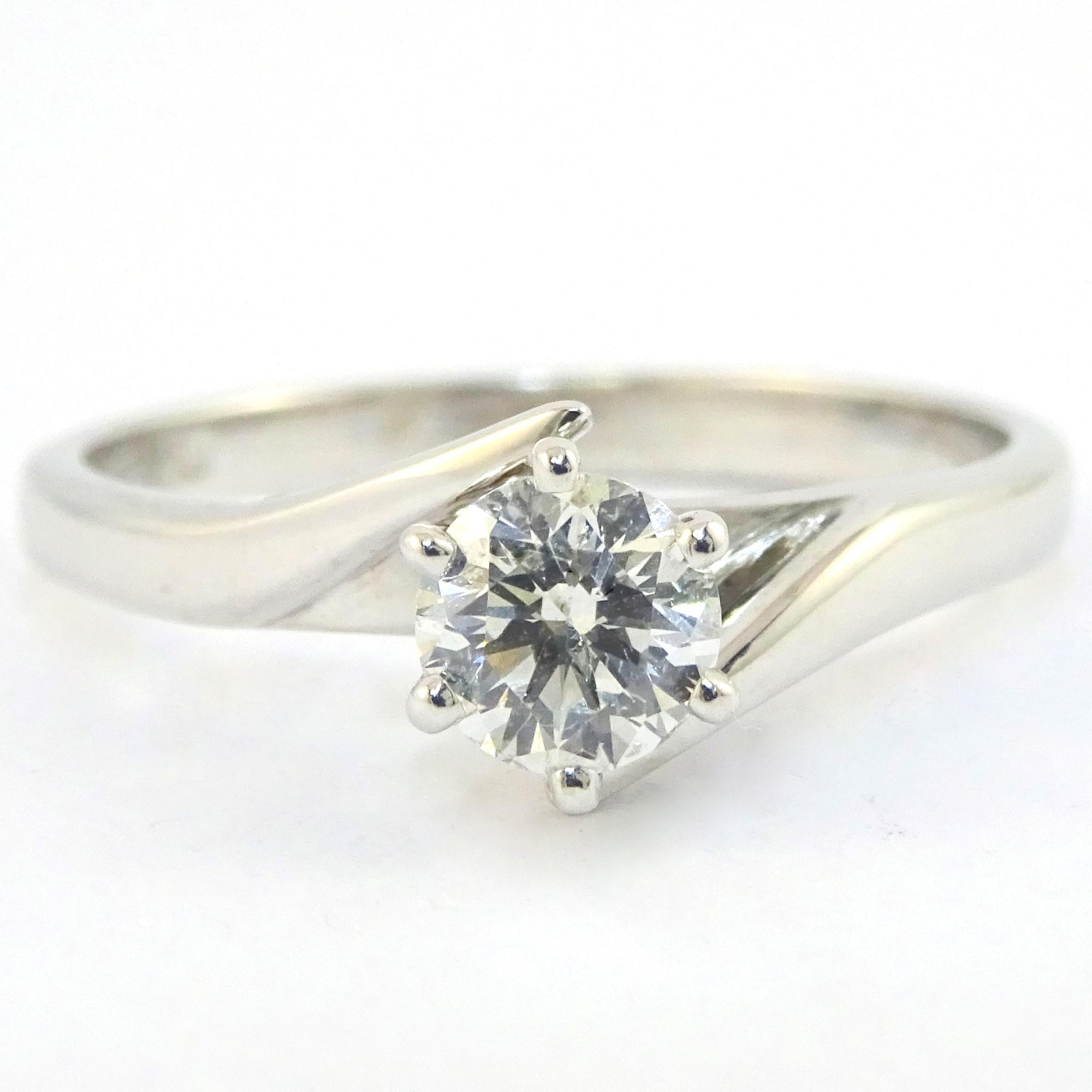 18Ct 3.13G 18ct White Gold Ladies Diamond Ring With Stone